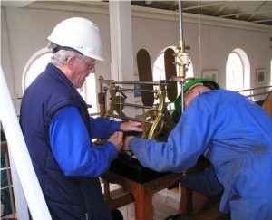 20061023-uurwerk-weer-terug-in-de-kerk1